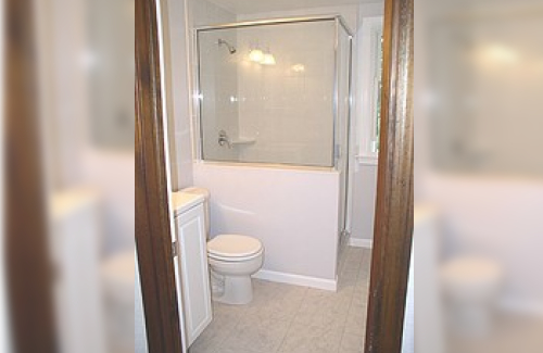 Tips to maximize small bathroom space kravelv - Maximize space in small bathroom ...