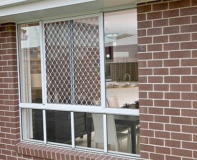 5 pro tips on how to paint your house right kravelv for House window screens