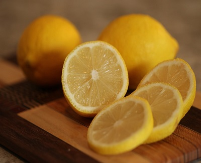 7-awesome-ways-to-use-lemon-for-cleaning-purposes2