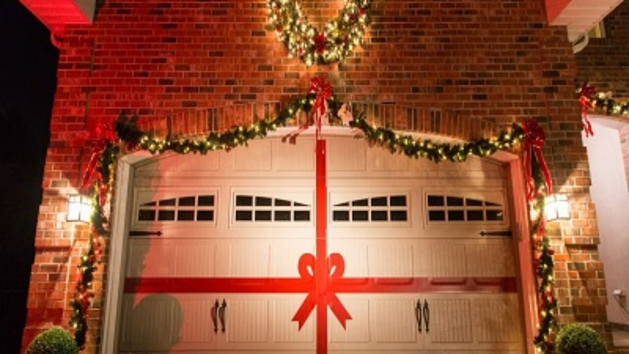 7 Awesome Tips To Decorate Your Garage Door For Christmas Kravelv