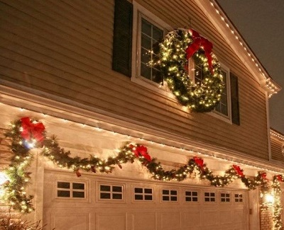 If you need a more secure option to shimmer the garage door you can use the string lighting. The fringe of the garage can include the vivid lighting. & 7 Awesome Tips to Decorate Your Garage Door for Christmas - kravelv
