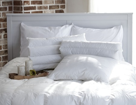 Attractive Having Lots Of Pillows In Bed Is A Good Way To Properly Support Your Body  And Keep You Comfy While Asleep. The Bad News Is Lots Of Pillows Also Means  Lots ...