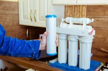 installing water filter